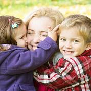Работающие родители получили повышение в зарплате