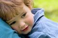 У ребенка болит живот: что делать родителям?